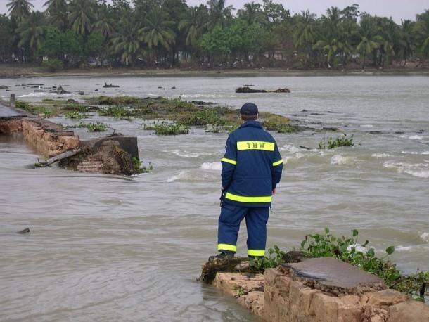 Zerstörten Brücke bei Kalmunai / Sri Lanka