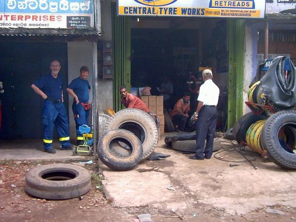 Reifenreparatur in Mahinyangana