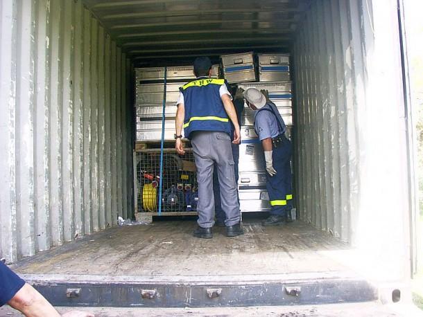 Verlastung der Ladung in einen angemieteten Container
