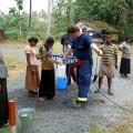 kostenfreie Trinkwasserabgabe an die notleidende Bevölkerung