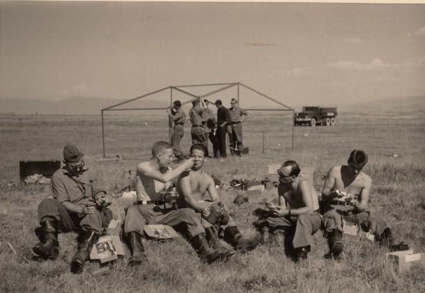 Mittagspause beim Zeltbau