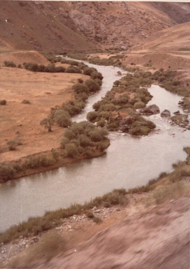 Fluss in der Nähe von Hinis