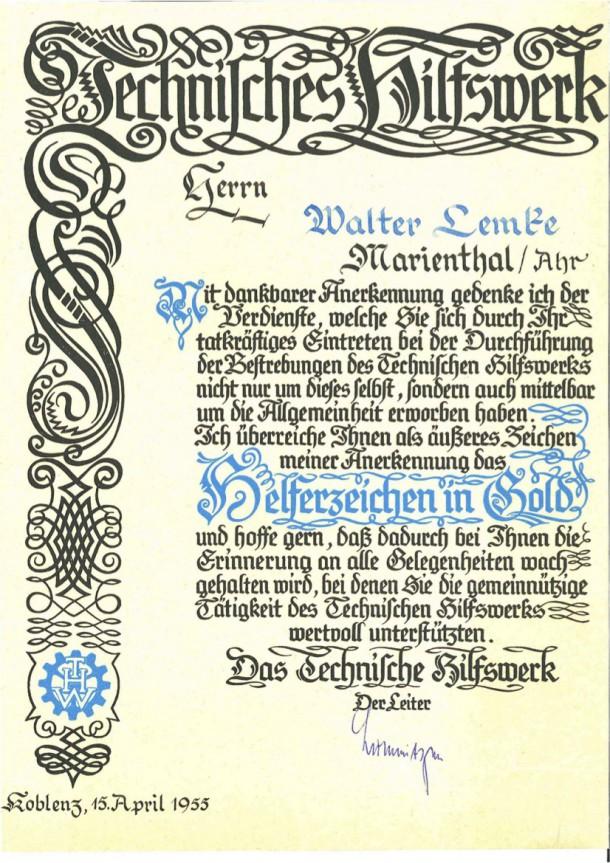 walter-lemke-verleihung-thw-helferzeichen-gold-1955-verschoben