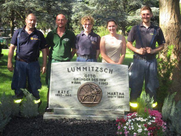 Herrichten Otto Lummitzsch-Grab-27.05.2017 034